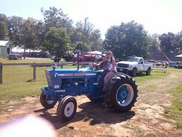 SEXY GIRLS ON TRACTORS – Group 11 | Sexy Tractor Girls
